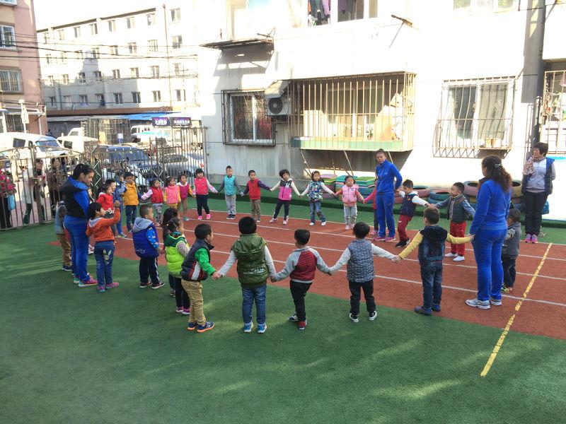 幼儿园户外体育游戏的特点